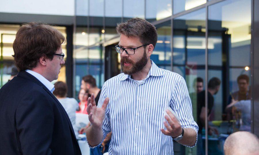 Dirk Kiefer, Leiter des Bayerischen Zentrums für Kultur- und Kreativwirtschaft mit Stephan Lang, Leiter der Regionalförderung für die Arberland Region im Bayerischen Wald