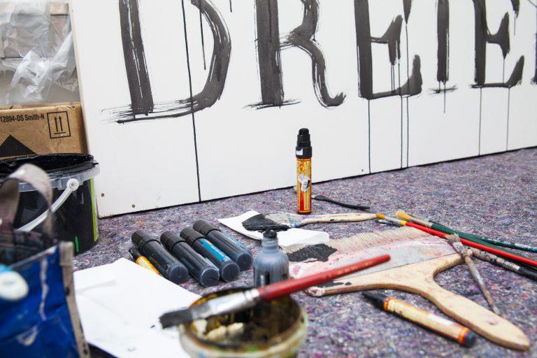 """Als """"Heimat für Kreative"""" lädt die Europäische Metropolregion Nürnberg jährlich Akteurinnen und Akteure der Kultur- und Kreativwirtschaft zu einem Symposium ein, wobei jeweils eine der elf Teilbranchen im Vordergrund steht. 2016 stand der Kunstmarkt im Fokus."""